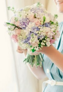 adorably-fresh-and-romantic-spring-wedding-bouquets-10-low