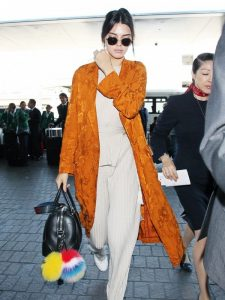let-kendall-jenner-help-with-your-search-for-the-perfect-winter-coat-1893832-1473253218-600x0c