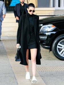 let-kendall-jenner-help-with-your-search-for-the-perfect-winter-coat-1893833-1473253219-600x0c