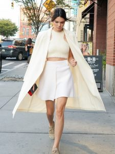 let-kendall-jenner-help-with-your-search-for-the-perfect-winter-coat-1893834-1473253219-600x0c