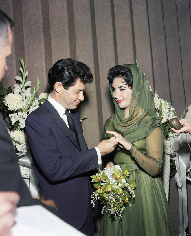o_elizabeth_taylor_wedding_900_jpg_5185_north_660x_white